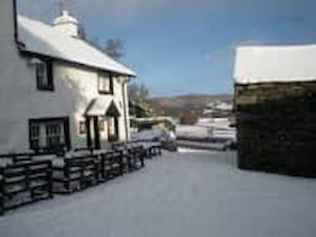 Ship Inn Rm4 Coniston Bed &Breakfast, Dog friendly