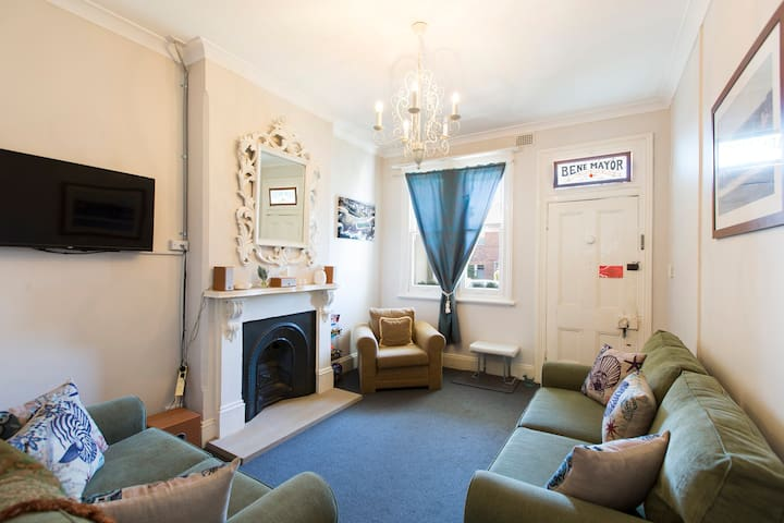 BEACHSIDE TERRACE in CITY - ADDITIONAL GUESTS FREE