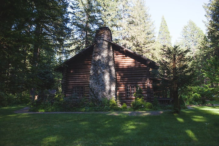 LOLOMA LODGE - Historic 1932 Log Cabin Hotel Lodge