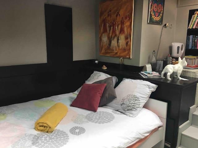 Lit 140x200 bon confort  Chambre très calme est lumineuse