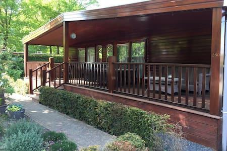 Ruim Chalet in Drenthe met grote veranda - Erm