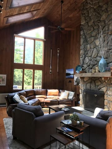 Lakefront Home Perfect for Your Family Vacation