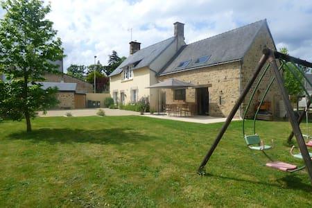 Grande maison de charme bretonne - Rumah
