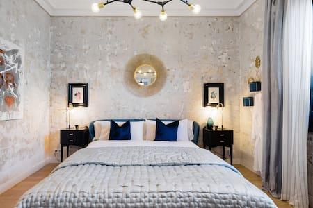 Exquisita suite con terraza privada y dos dormitorios en el barrio de Eixample