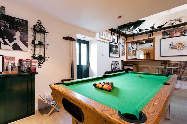 Quaint Barn + Games Room & BBQ area