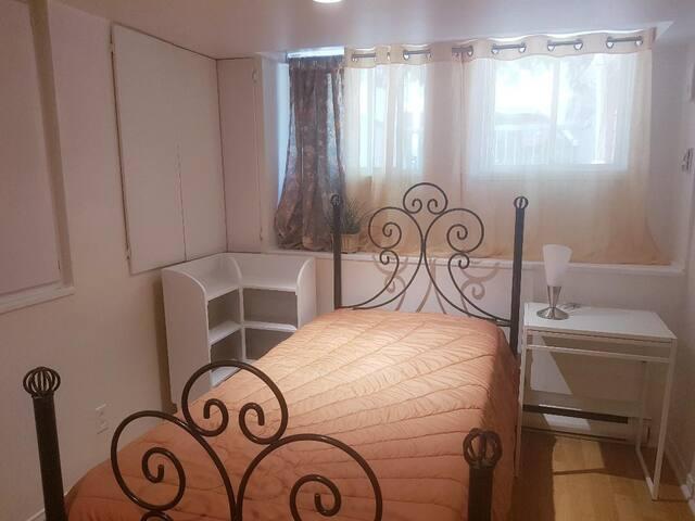 Petite chambre privée à Montréal