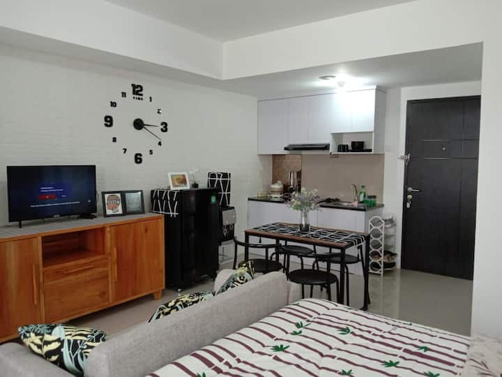 Spacious and comfortable studio unit near Jakarta