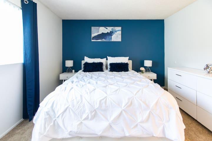 Master Bedroom w/ Queen side bed