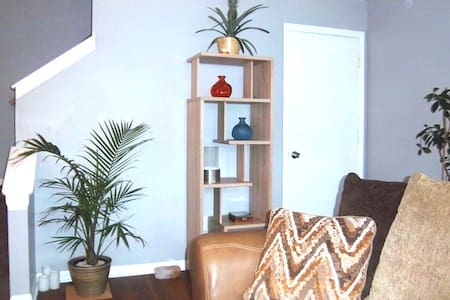 Comfortable Room in Pretty Parkville (NEW LISTING) - Parkville - Casa adossada