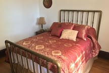 Vintage brass bed with new Sealy comfort mattress and new linens/bedding.