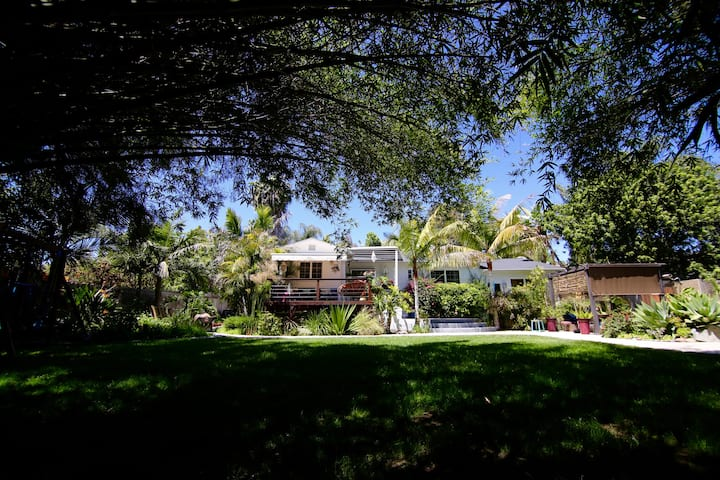 Charming tropical home 10 min away from the beach