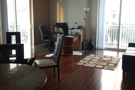 Elegant Urban 2 Bedroom Apartment - Kendall