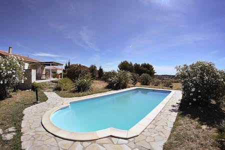 Jolie villa 3 chambres avec piscine, 7 personnes - Willa