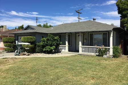 NEW!Spacious Home in the Center of Silicon Valley! - Hus