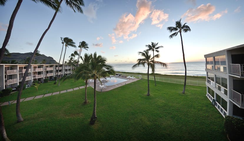 Oceanfront top floor beach-get-away - Waianae