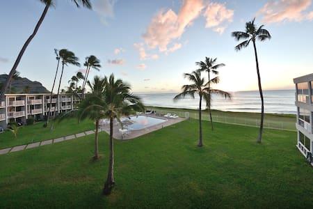 Oceanfront top floor beach-get-away - Waianae