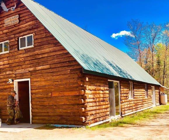 Rural REAL log cabin (Back camp 5 beds sleeps 9)