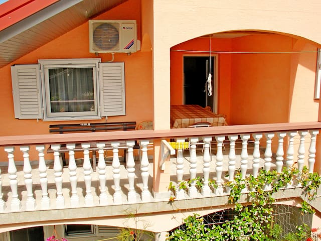 Two Bedroom Apartment, 200m from city center, in Sabunike (Privlaka), Outdoor pool, Balcony