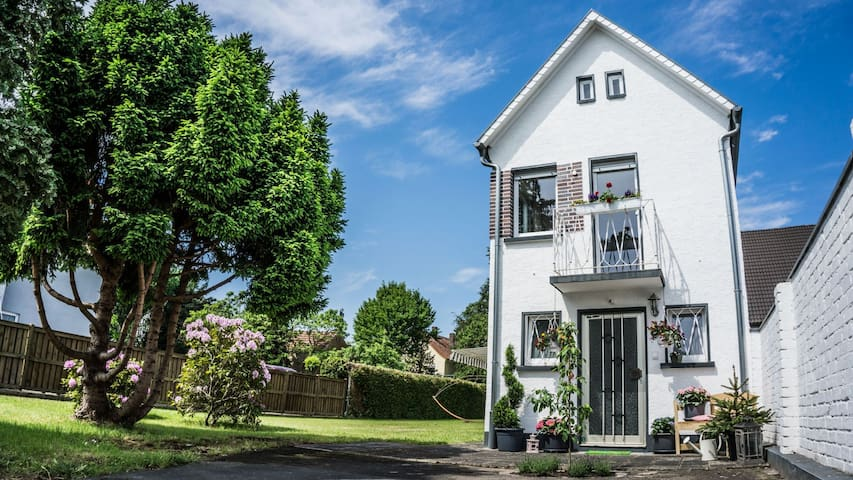 Beautiful house with large garden - Seligenstadt - Huis