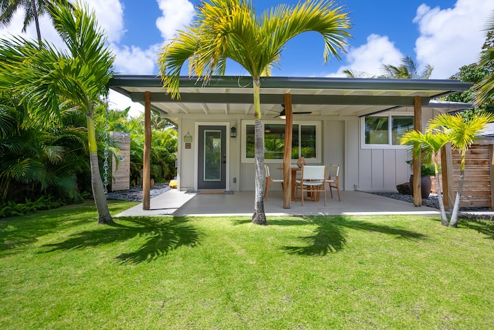 The Cottage at Hale Oahu in Kailua; Legal Vacation Rental; Beachfront Estate!