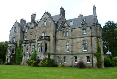 Enchanting Turret Apartment, Pitreavie Castle - Dunfermline