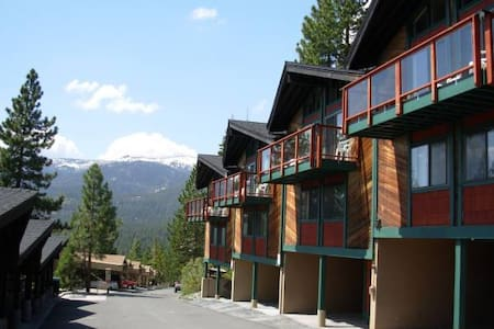 Remodeled 2/2 Timeshare; Great view of Lake Tahoe - 倾斜村 - 公寓