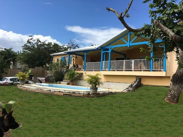 Chambre chez Zazou avec accès piscine