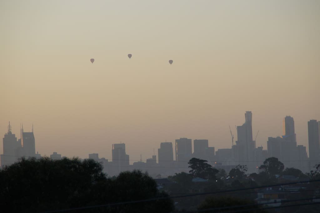 East facing balcony views of Melbourne CBD ideal for viewing hot air balloons at sunrise.