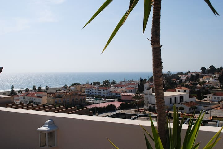 Penthouse near to the beach, pool and free parking
