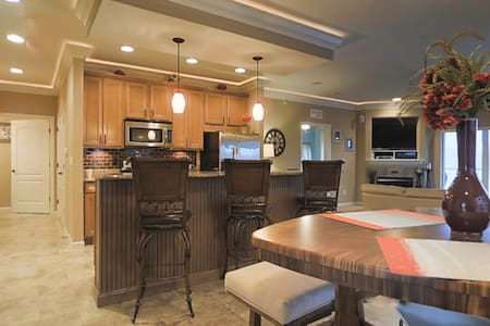 Gorgeous Condo with beautiful main channel views! - Lake Ozark - Kondominium