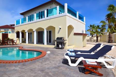 HOT DEAL! Private Villa & Pool walk to Palm Beach! - Palm Beach