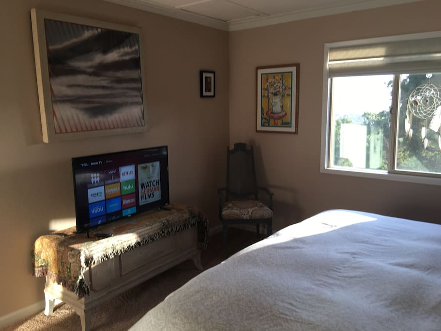 "40"" flat TV screen WiFi in your own king size bedroom for your own enjoyment"