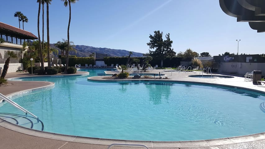 Mission Lakes Country Club Condo - Desert Hot Springs - Pis