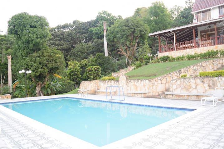 ¡Genial Casa con Piscina Privada a 1h de Bogotá! - Silvania - Dom