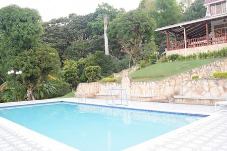 ¡Genial Casa con Piscina Privada a 1h de Bogotá! - Silvania - Maison