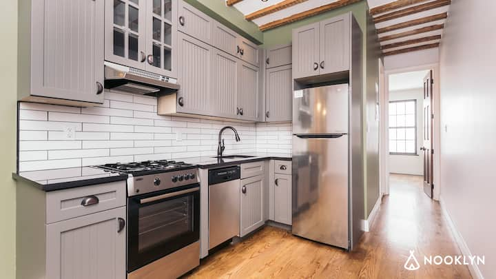Stylish 2BR Apartment in The Heart of Williamsburg
