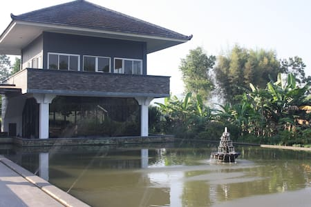 A peaceful villa with private paddy field Sukabumi