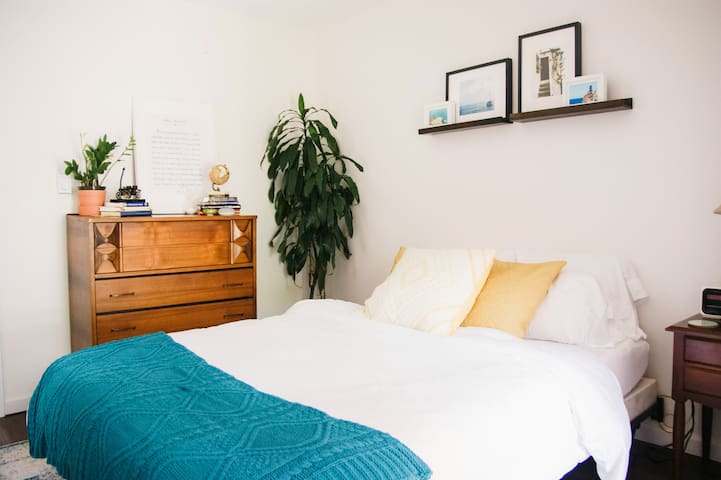 Charming Bright Studio, 2.5 Blocks To The Beach
