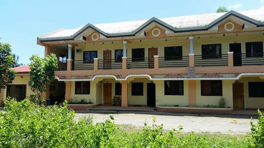 Vince Daryll Apartment - Home Stay Unit D
