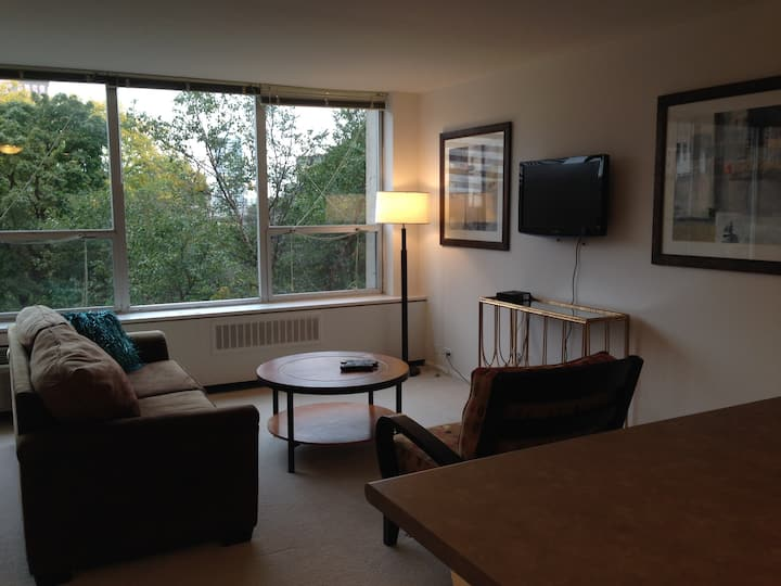 Private Studio Apartment - Downtown Milwaukee #203