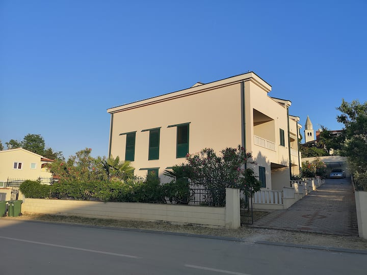 Two-bedroom apartment in the heart Funtana