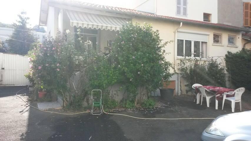 Maison terrasse jardin parking - Clermont-Ferrand - Dom