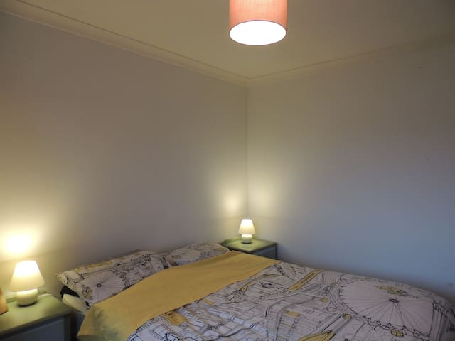 Lovely double bedroom close to Bicester Village - Bicester - Hus