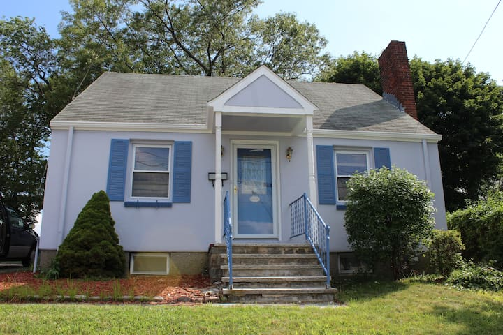 3 BR Cape, Single Family Home in a Dead End Street