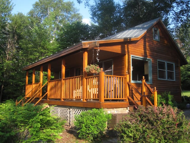 Cozy Cabin on Mooselookmeguntic Lake, Rangeley PLT - ME - Huis
