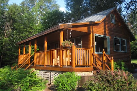 Cozy Cabin  Living on Mooselookmeguntic Lake - 独立屋
