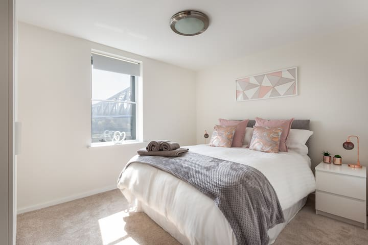 Deluxe Quayside Suite with Balcony and River Views