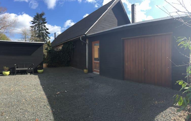 Stort familiehus tæt på by og strand - Odder - 獨棟