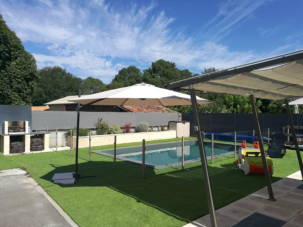 Bel environnement avec piscine et jardin aménagé