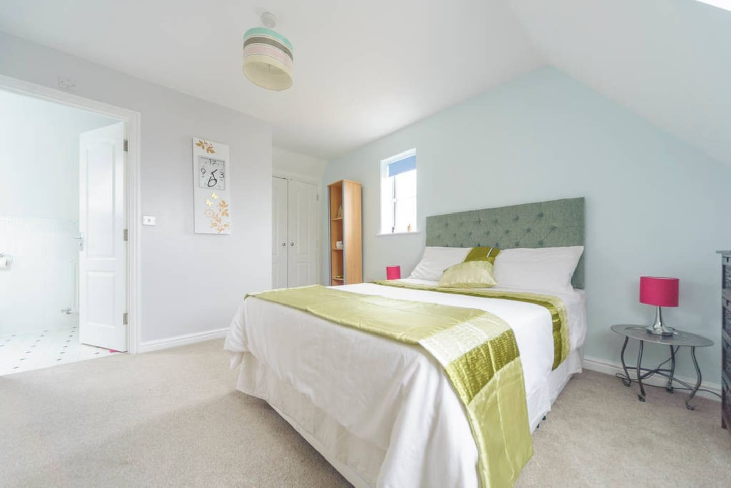Comfortable cosy bedroom with jack 'n' jill en-suite view. So comfy you won't want to leave.
